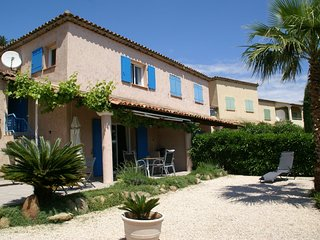 Cozy Holiday Home in Sainte-Maxime with Swimming Pool
