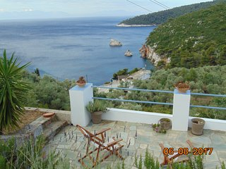 Pigi traditional sea frond cottage near  to beautiful Stafylos and Velanio beach