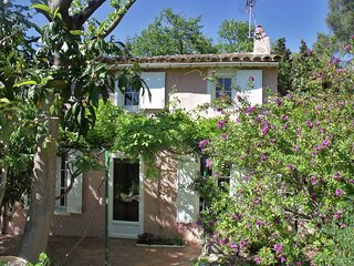 Lovely house in Provencal style, 2 kilometers from the sea and beach