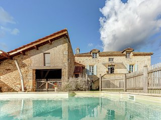 Vintage Holiday Home in Loubejac with a Private Pool