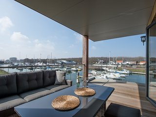 Wonderful apartment for 4 people with a view over the harbor of Kamperland