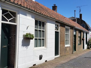 Beautifully styled house with garden for 4 pers. in the centre of Brouwershaven