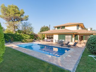 Modern Villa in Navata Catalonia with Swimming Pool