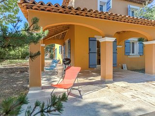 Fabulous Villa With Private Garden in Regusse France
