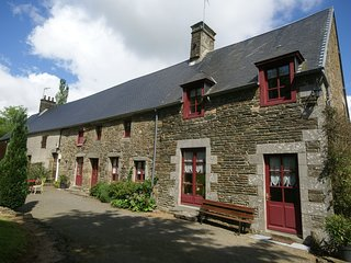 Comfortable holiday home with garden, ideal location in the Manche region