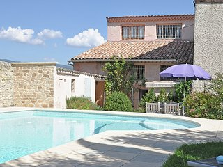 Mas with a  pool at the foot of Mont Ventoux