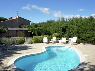 Charming Holiday Home in Regusse, Provence with Terrace