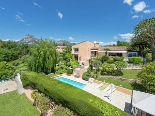 Luxurious Villa in La Gaude with Swimming Pool