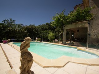 Apartment in a villa with shared pool in La Ciotat, 5 min from the beach!