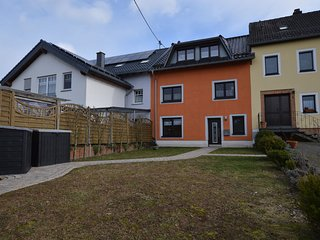 Comfortable apartment with private garden in the wooded surroundings of the Eife