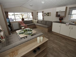 Comfortable chalet with a terrace in a beautiful setting