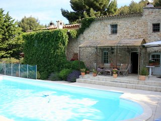 Provencal farmhouse with private pool with a breathtaking view