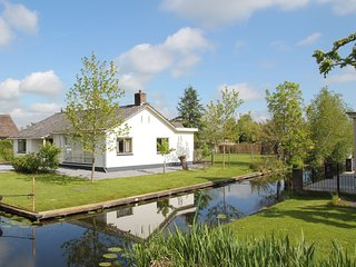 Beautiful luxury villa with wonderful waterfront terrace on Vinkeveense Plassen