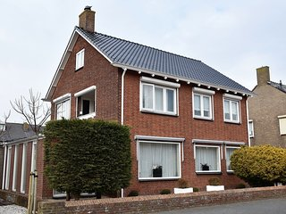 Holdiay Home in Den Helder with private terrace and garden