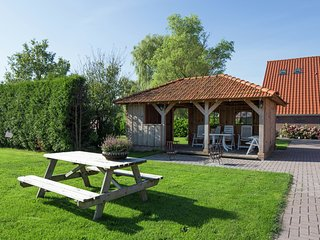 Rural and comfortably furnished group in the Drenthe-Friese Wold