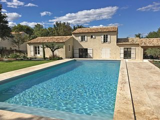 Beautiful villa with air conditioning, large private swimming pool and near St.