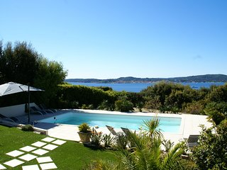Ideally located villa at Ste Maxime, beautiful sea view, air conditioning and la