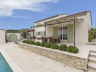 Stunning villa with heated private swimming pool in peaceful location