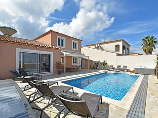 Luxurious Holiday Home with Private Pool in Port Camargue