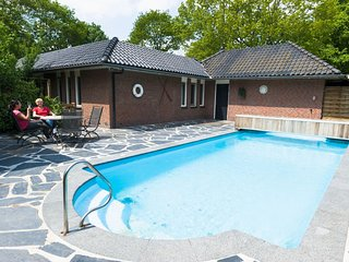 Luxurious villa with a sauna and jacuzzi near the Veluwe
