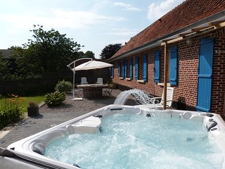Lovely Holiday Home with Jacuzzi in Mouriez North France