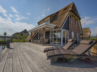 Beautiful villa with sunshower and terrace at the Tjeukemeer