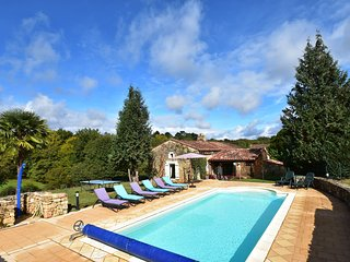 Beautiful house with swimming pool and yurt near Villefranche-du-Perigord (7 km