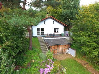 Detached holiday home with terrace and fenced-in garden with sunbathing lawn.