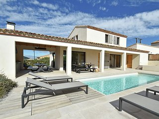 Luxurious Villa with Private Pool in Malaucène