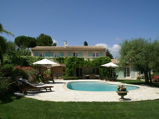 Stunning villa with heated swimming pool, air conditioning and large, private, e