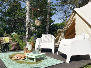 Charming Tent Lodge in Callantsoog near Beach