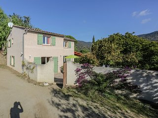Provencal house on a small holiday resort, located at only 3 km from the Mediter