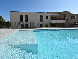 Wonderful apartment with shared pool, walking distance from beach and shops