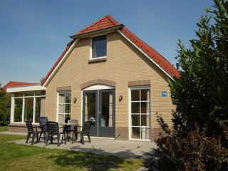 Detached holiday home with combi microwave, in green Twente