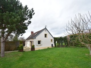 Beautiful gite with garden at 700 metres from the beach, 10 minutes from Bayeux