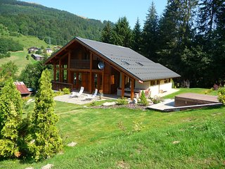 Sunny Chalet in Les Gets with Jacuzzi
