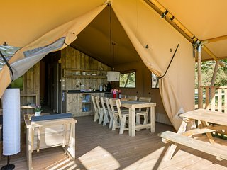 Beautiful tent lodge with all conveniences, close to Gourdon