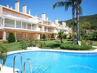 Luxurious apartment with shared pool near 18-hole golf course, near the coast