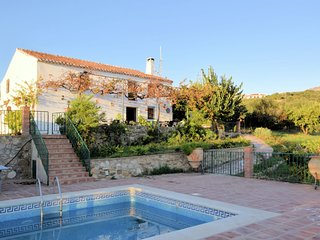 Comfortable Cotttage in Periana with Swimming Pool