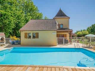 Cozy Villa in Saint-Martin-le-Redon with Private Pool
