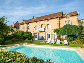 Monumental house with private pool and a stunning view of Belvès