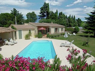 Holiday villa with private swimming pool in the center of a beautiful area