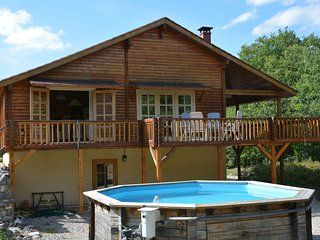 Chalet with pool in quiet rural setting, near regional park in the Lot.