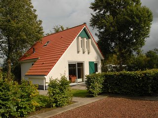 Spacious home with a garden near the Langweerder Wielen