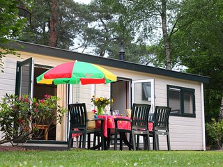Tidy furnished chalet with a combi microwave, in the Veluwe