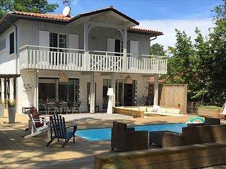 Luxury villa in Lege-Cap-Ferret with pool