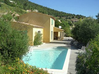 Spacious villa with panoramic views, located in the Provence