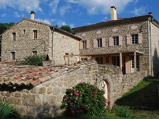 Vintage Farmhouse near Saint-Étienne-de-Serre with Pool