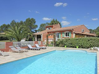 large villa with private swimming pool and beautiful garden, beaches at 15 km