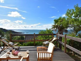 Magnificent view from this tastefully decorated holiday home at 200 m from the s